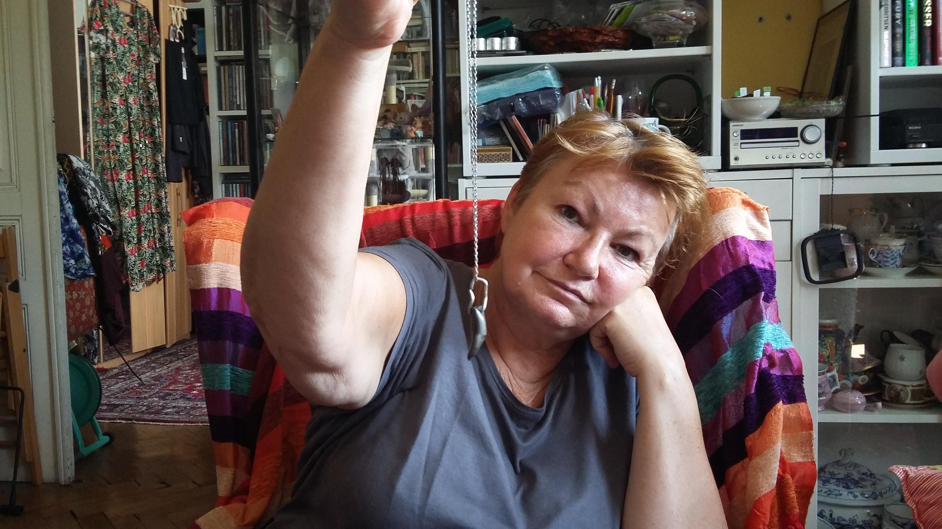 Zuzana Brejchová si z kulky, která jí v pražském bytě málem zasáhla, udělal přívěšek