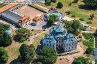 Karlova Koruna je zámek patřící k nejvýznamnějším barokním stavbám v Česku. Stojí na návrší Chlumec v západní části města Chlumec nad Cidlinou