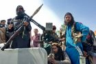 Tálibán obsazuje jedno město za druhým