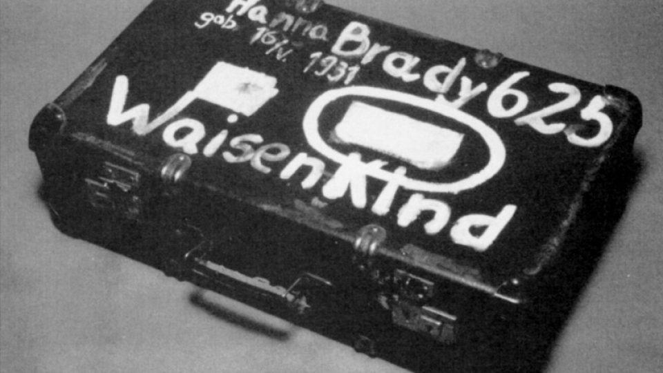 Kufřík Hany Bradyové, který pro Tokijské centrum pro studium holocaustu v Osvětimi získala pro výstavu Holocaust viděný dětskýma očima Fumiko Išioka