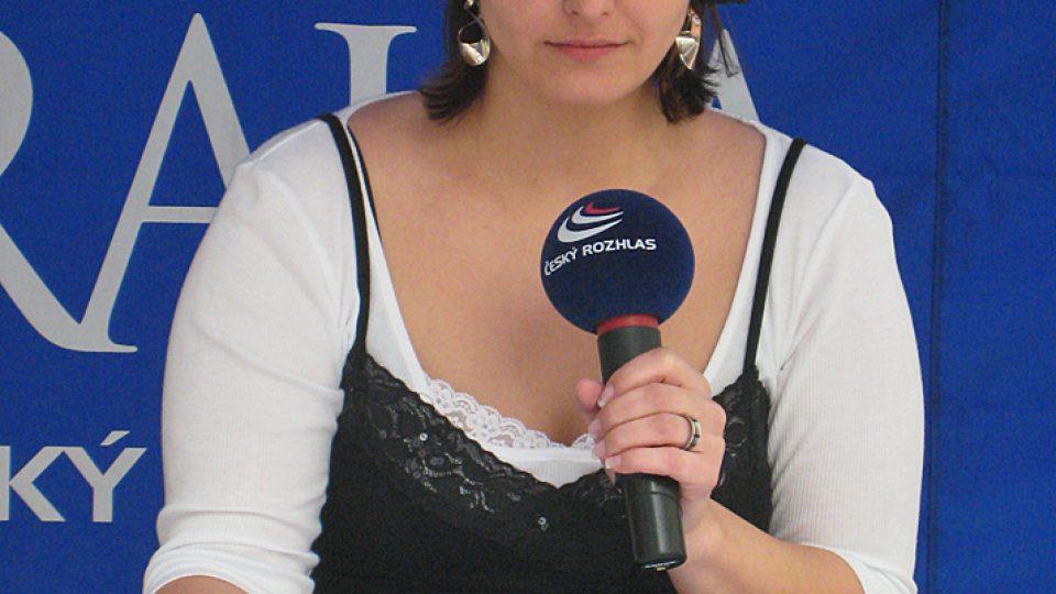 Adéla Culková uzavřela odpolední vysílání z Atria, a to živě, před publikem čtenou zpravodajskou relací