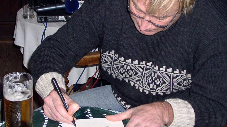 K podpisu přikreslil host Ondřeje Suchého i originální obrázek
