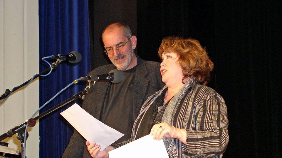 ...a jak patrno, Ivo Šmoldas si duet s Naďou Konvalinkovou náležitě vychutnal