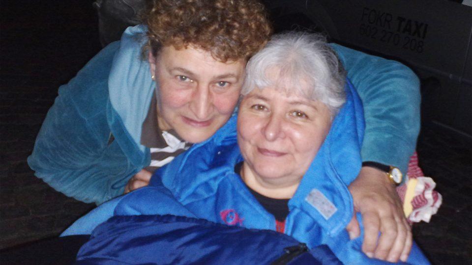 Jana Hrdá s asistentkou Zuzanou