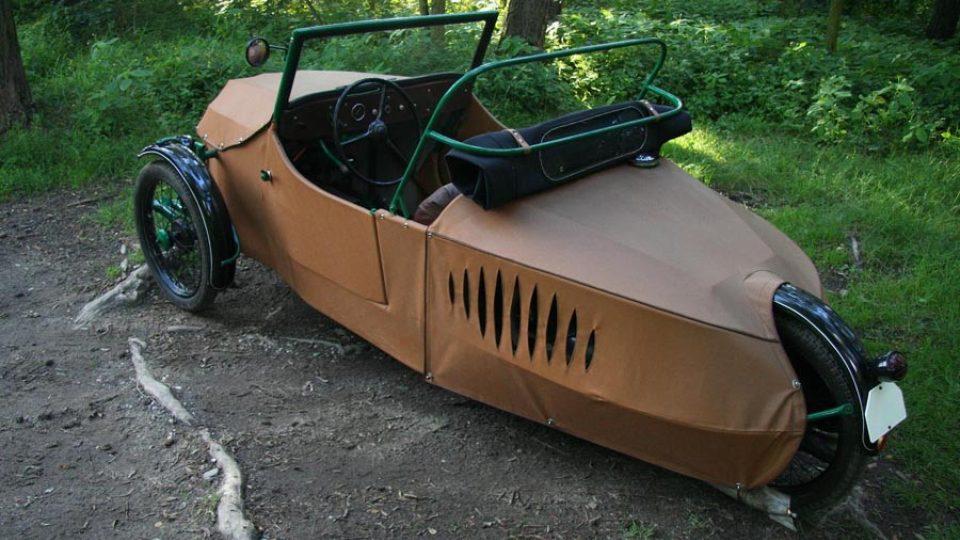 Oskar 250 – krátká střecha zakrývá pouze posádku