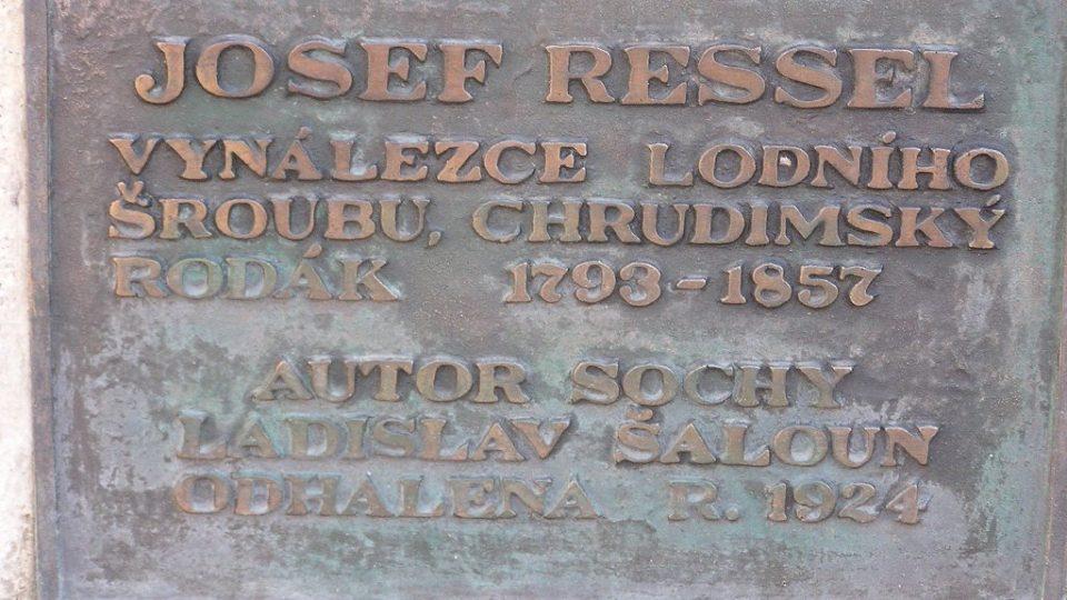 Nápis na pomníku