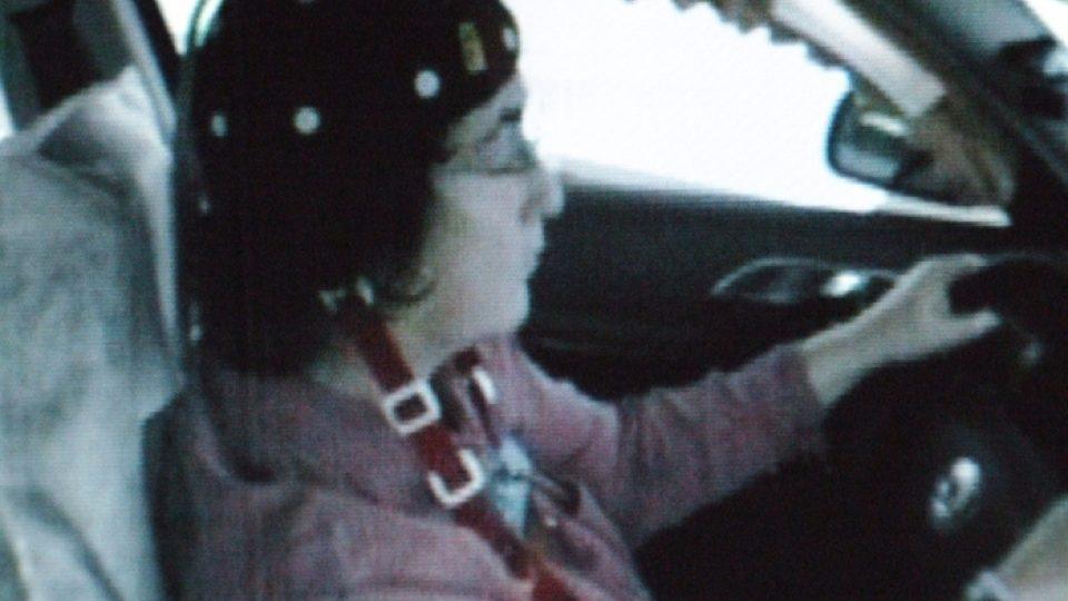 Nejdelší mikrospánek trvá 9 sekund. Řidička při něm po dálnici ujela se zavřenýma očima (rychlostí 136 km/h) vzdálenost 340 metrů. Mikrospánek je tak vážný, že řidička vyjíždí z dálnice. Incident by ve skutečném životě skončil havárií