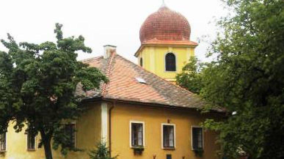 Panenský Týnec - vstup do kláštera