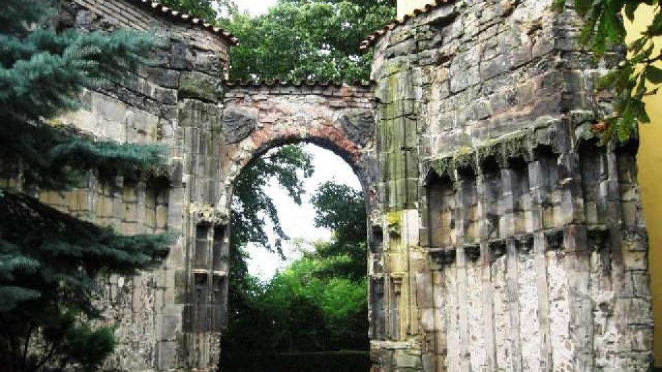 Panenský Týnec - vstupní portál