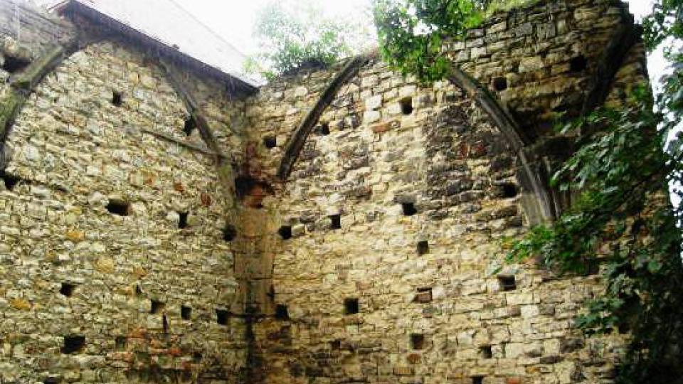 Panenský Týnec - zdivo v jihovýchodní části