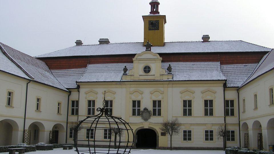 Zámek v Chrasti, bývalé letní sídlo královéhradeckých biskupů