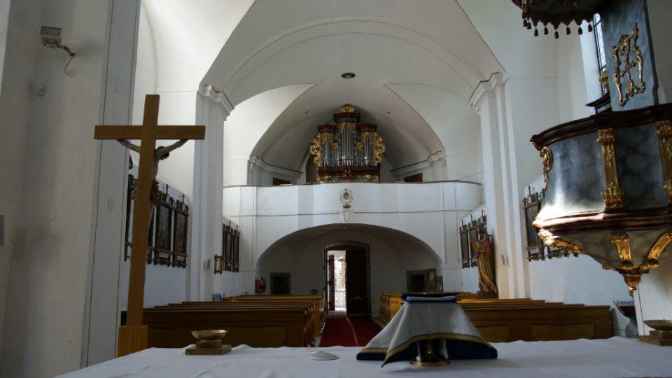 Kostel Povýšení sv. Kříže v Rožmitále pod Třemšínem - pohled na kůr s varhany, na které v letech 1788-1815 hrával ředitel kůru, kantor a skladatel J. J. Ryba