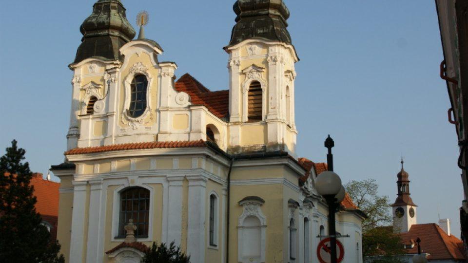 Kostel sv. Jana Nepomuckého v Rožmitálu pod Třemšínem, kde také hrával J. J. Ryba (původní varhany se nedochovaly)