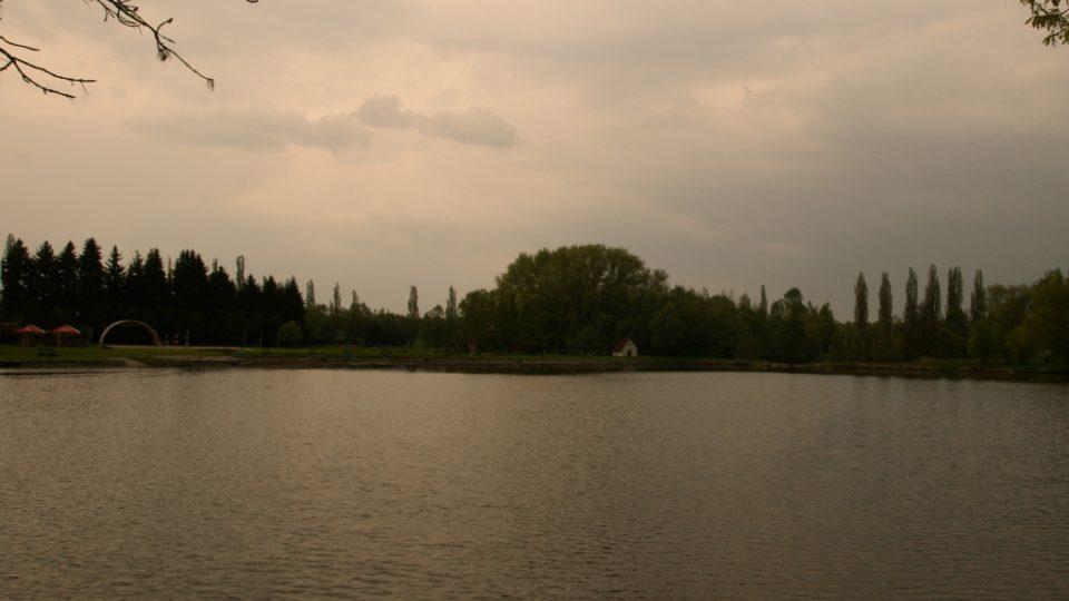 Sadoňský rybník v Rožmitále pod Třemšínem - čistá a čerstvá voda (viz citace Rybova zápisu o koupání dětí v tomto rybníku) je zde asi pořád - je tu koupaliště