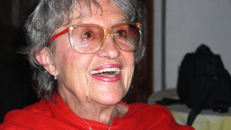 Autogramy rozdávala paní Nina v brýlích a s úsměvem