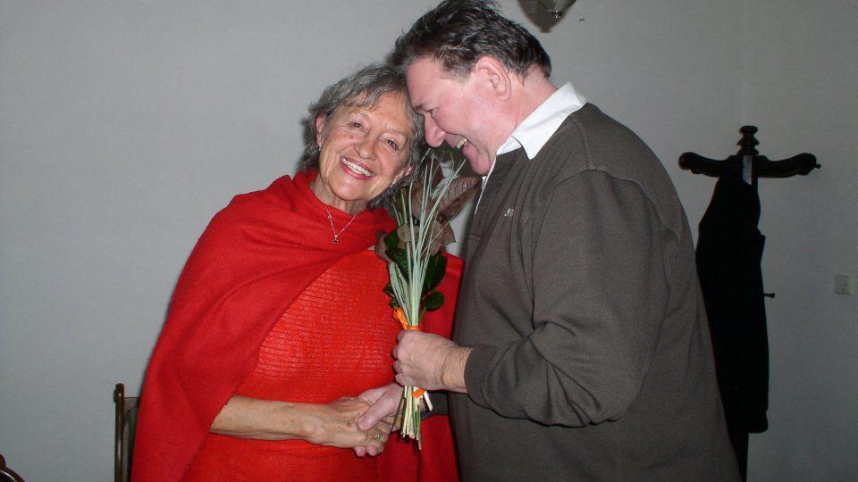 Paní Divíšková s jedním ze svých příznivců