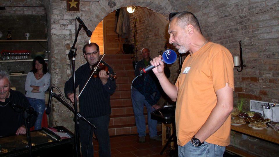 David Suchařípa zpívá (Když jsem já šel tou Putimskou branou...)