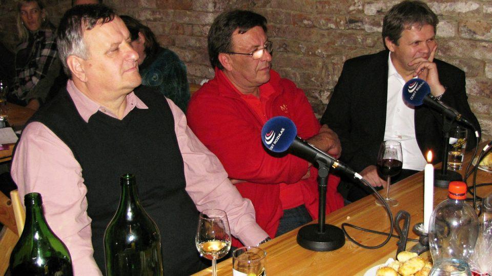 Vinaři Miloš Michlovský, Stanislav Mádl a Jaroslav Machovec