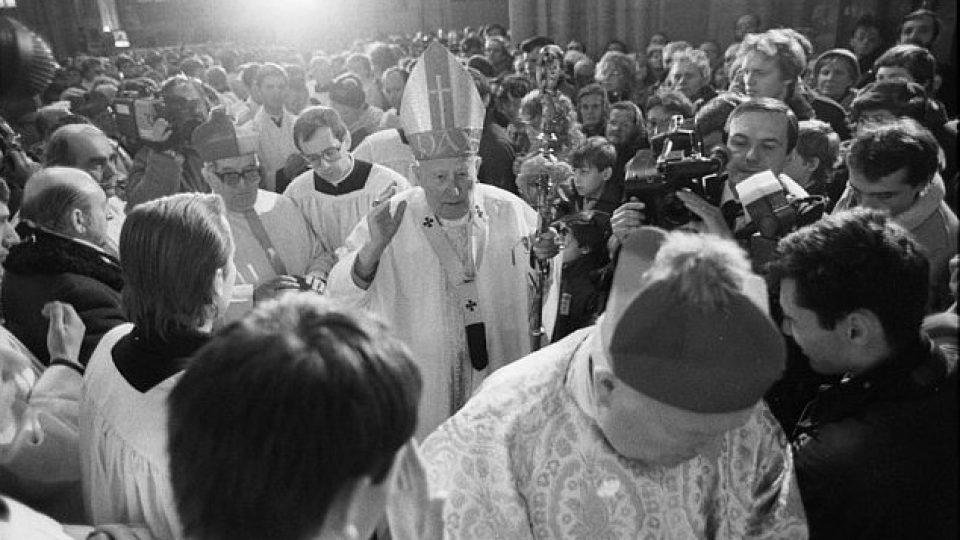 J. Em. kardinál František Tomášek při děkovné mši za svatořečení sv. Anežky české v chrámu sv. Víta v Praze dne 25.11.1989.