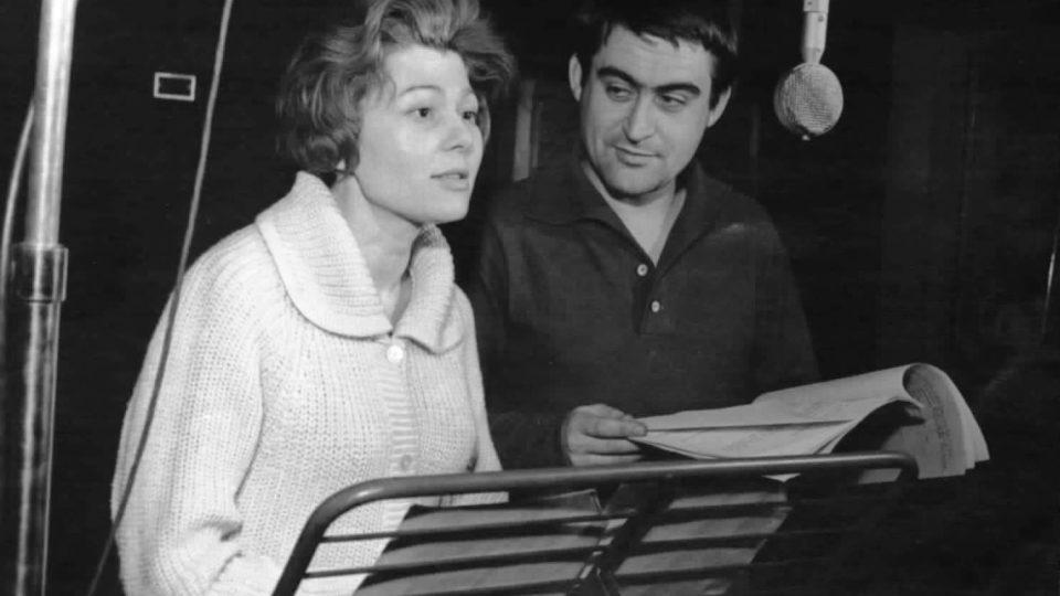 Dagmar Sedláčková a Ilja Racek při natáčení rozhlasové hry Sluneční hodiny (30.4. 1962)