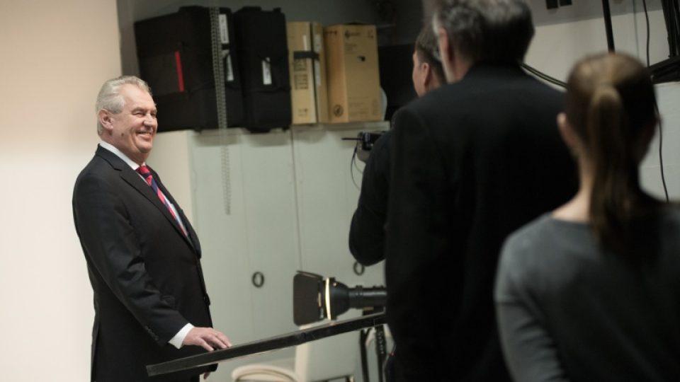 Oficiální portrét prezidenta tentokrát nepořizovala ČTK. Zeman se rozhodl pro renomovaného fotografa Herberta Slavíka