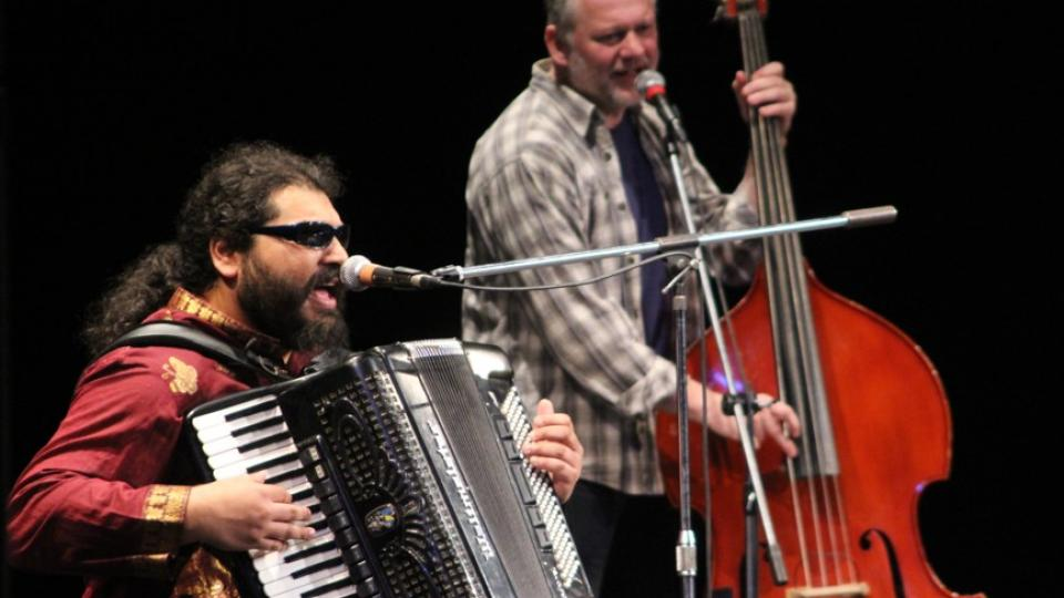 Mario Bihári s akordeonem