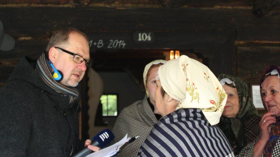 Václav Žmolík domlouvá na přímý vstup souboru Polajka do vysílání Výletů