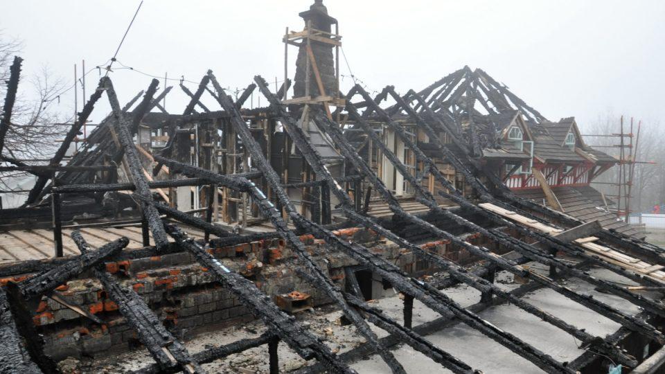 Neveselý pohled na Libušín dva měsíce po požáru