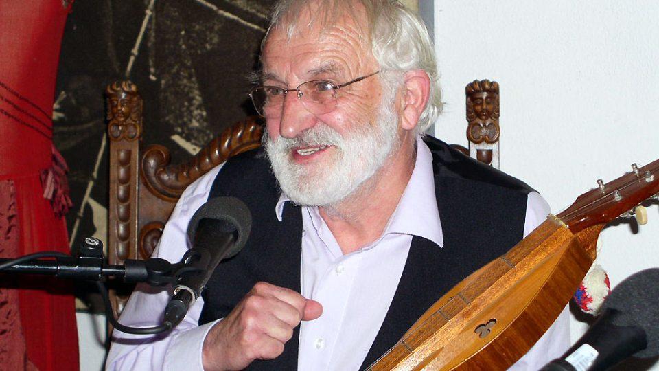 Jaroslav Krček při natáčení pořadu Nostalgické muzeum