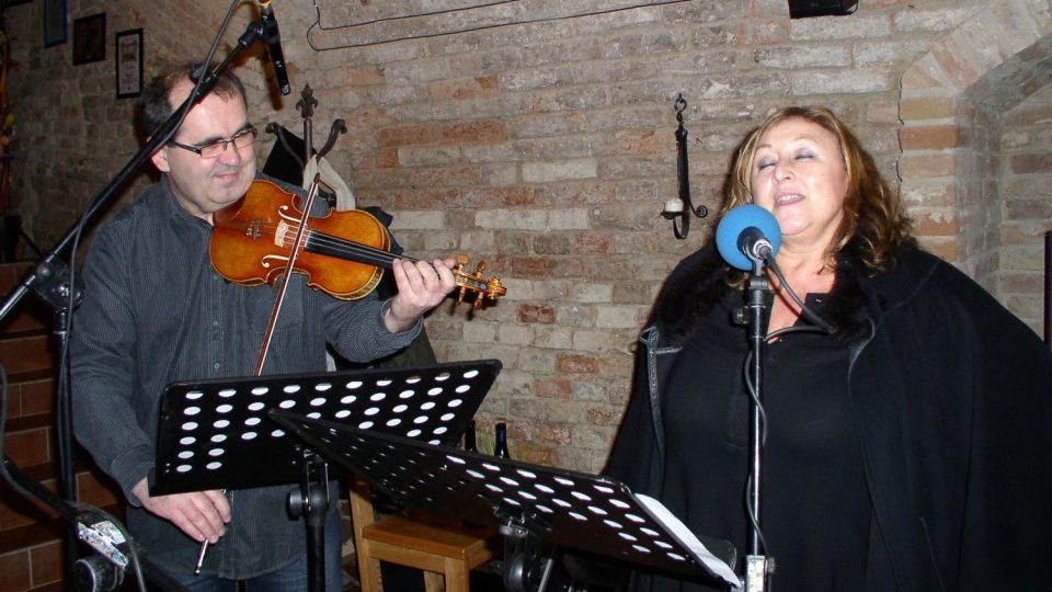 Halina Pawlowská ve Sklípku dokonce i zazpívala
