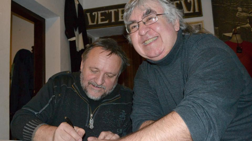 Po natáčení Nostalgického muzea s Jaroslavem Samsonem Lenkem došlo i k autogramiádě