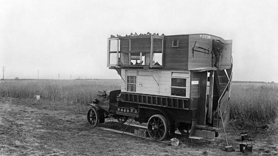 Amrický pojízdný holubník na západní frontě v roce 1916