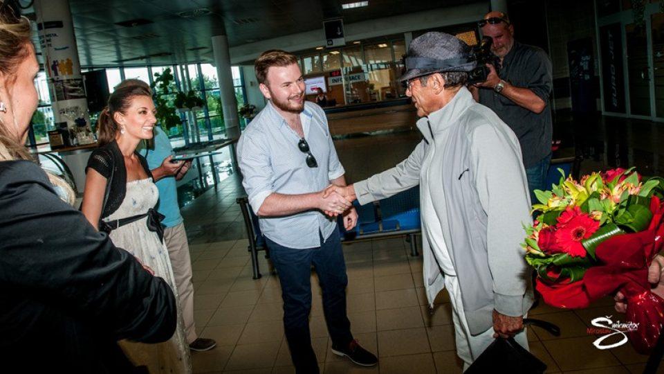 Jan Smigmator a Dasha měli jako jediní zpěváci v České republice možnost přivítat na pražském letišti světovou hudební legendu - zpěváka Paula Anku