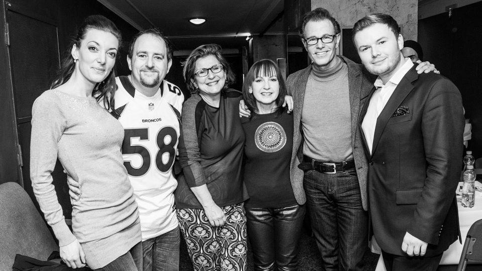 Moderátoři Klubu Evergreen Jan Smigmator a Dasha se setkali v pražské Lucerně s legendárními The Manhattan Transfer