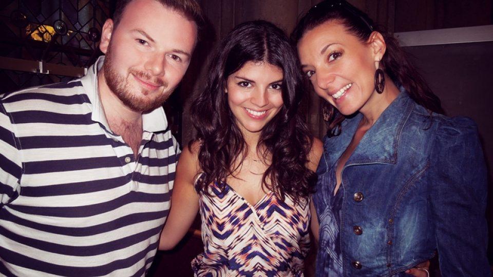 V létě 2014 se průvodci Klubu Evergreen - zpěváci Dasha a Jan Smigmator setkali ve Vídni na jazzovém festivalu s talentovanou kanadskou zpěvačkou Nikki Yanofsky