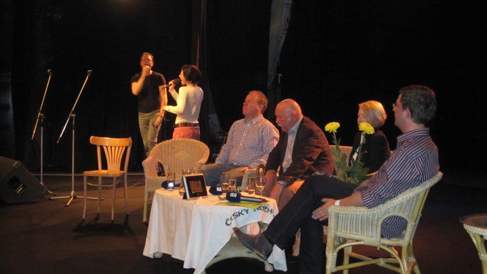 Hosté přišli do Divadla U Hasičů. Zavzpomínali na slavné začátky