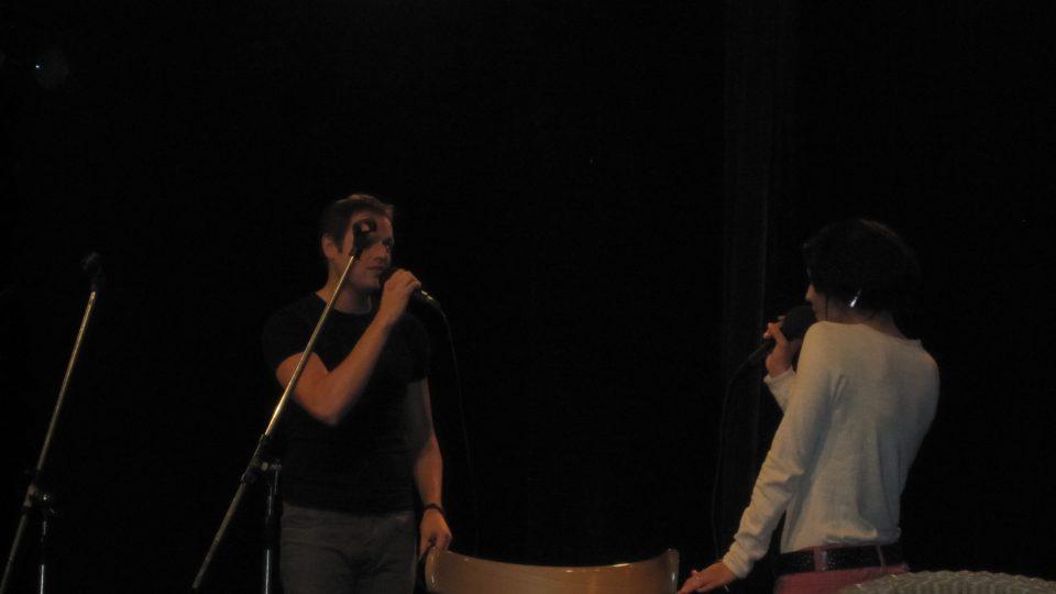 Pořad ozdobily písničky z muzikálu Horečka sobotní noci.