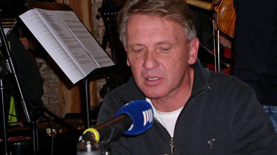 Hostem byl katolický kněž polského původu Zbigniew  Czendlik.