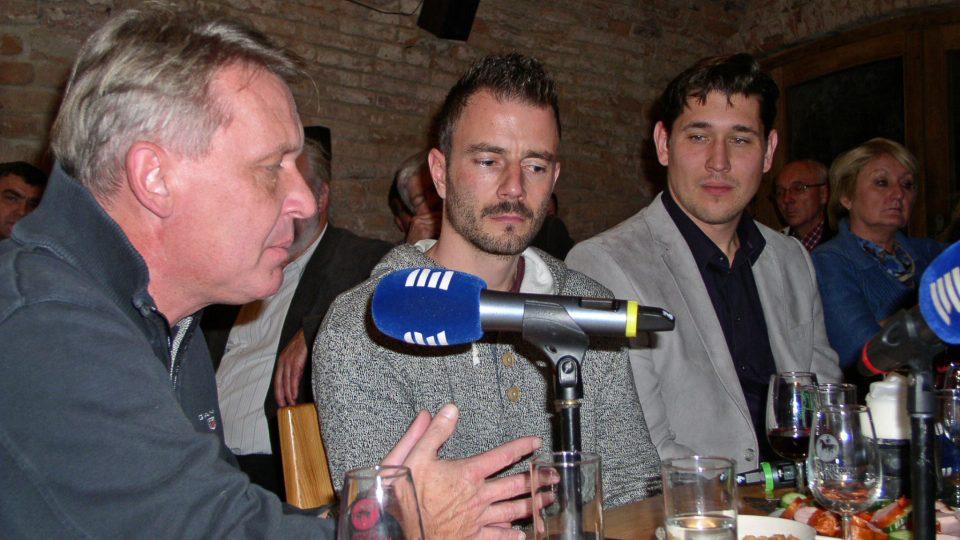Ve Sklípku nemohli chybět ani vinaři František a Stanislav Mádlovi