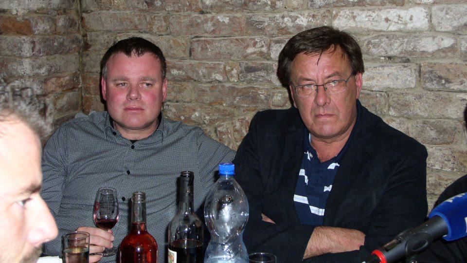 Czendlika poslouchali i Jan Hrachovský a René vrátil a také rytíři vína