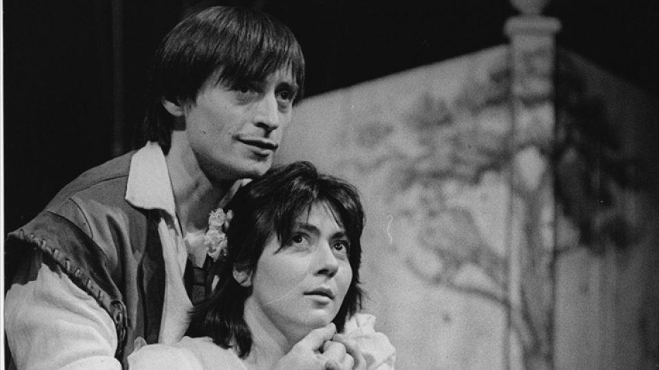 Divadlo na Vinohradech: Loupežník (režie Jan Novák, Soňa Novotná jako Mimi a Martin Stropnický jako Loupežník, 1988)