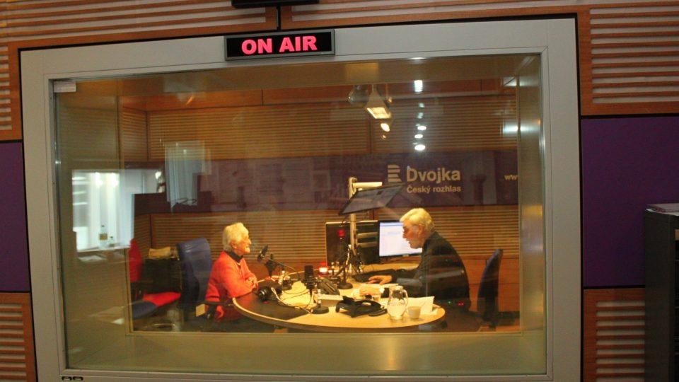 Hana Hnátová a Jan Rosák ve studiu Dvojky