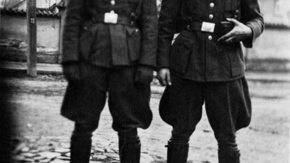 Četníci ve stejnokroji protektorátního praporu (Mladá Boleslav, 1942)