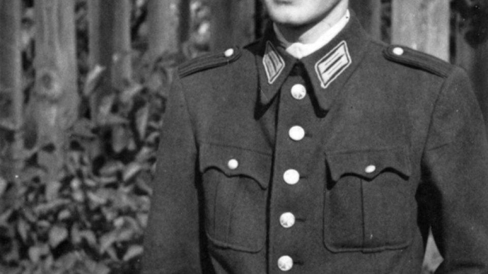 Stejnokroj absolventa policejní školy v Mladé Boleslavi (1943)