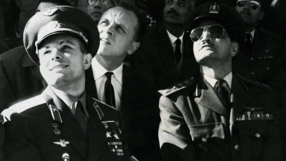 Gagarin na vzdušné přehlídce na základě u egyptské Káhiry