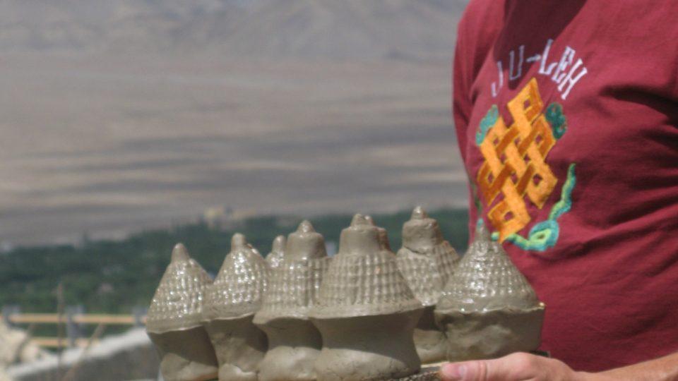 Petr Ďásek se v roce 2001 vydal na výpravu do Nepálu - původně za horolezectvím. Vedle hor ale poznal také lidi, a to především Tibeťany v exilu