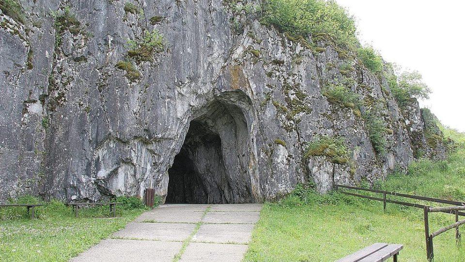 Portál jeskyně Balcarka v Moravském krasu