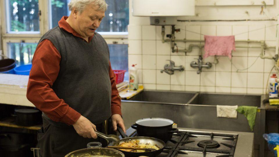 Pan Tichý se vyučil v oboru kuchař-čišník