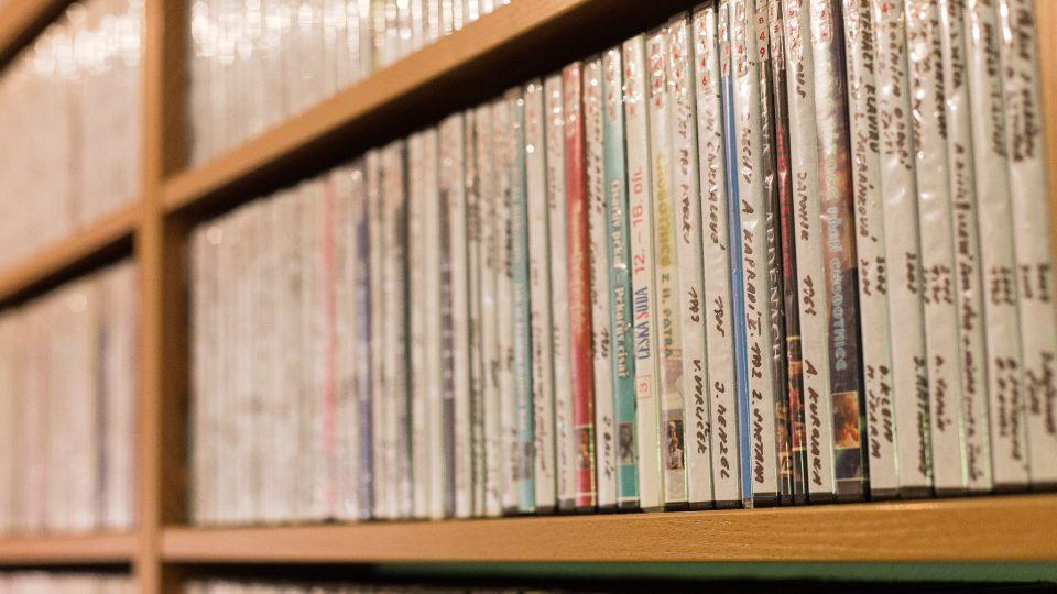 Sbírka pana Tichého je téměř tak velká, jako Národního filmového archivu
