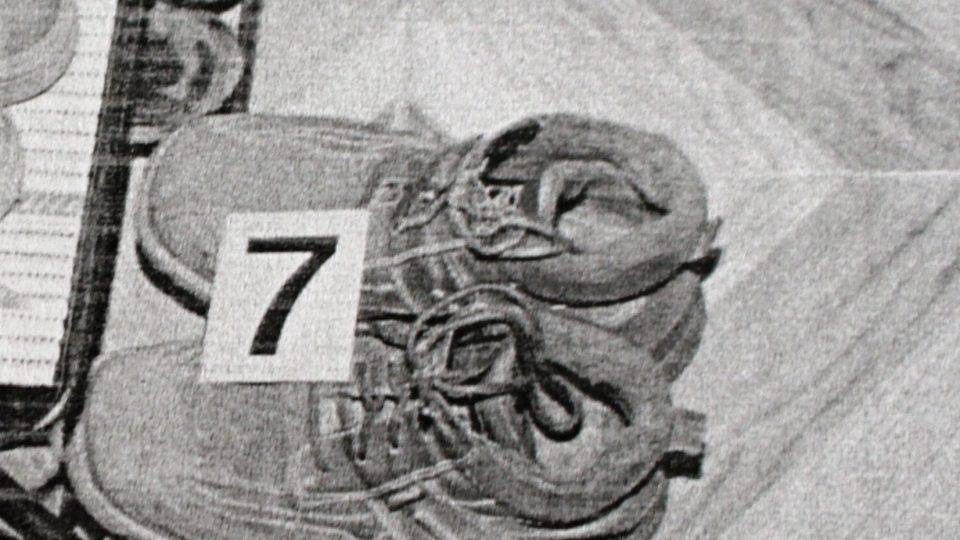 Chlapcovy boty, ze kterých byly snímány pachové stopy